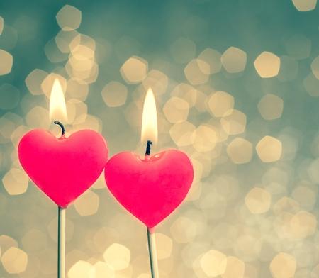 buonanotte: cuori candele su epoca bokeh come sfondo stile vintage, giorno di San Valentino e il concetto di amore