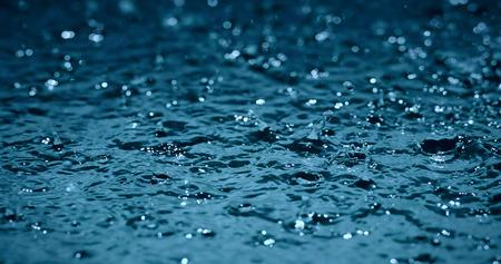 kropla deszczu: slow motion heavy rain water drops on surface street Zdjęcie Seryjne