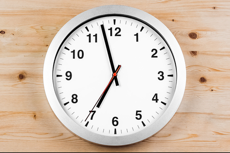 its seven oclock already, time to wake up for breakfast, modern white metallic alarm clock on wood background  版權商用圖片