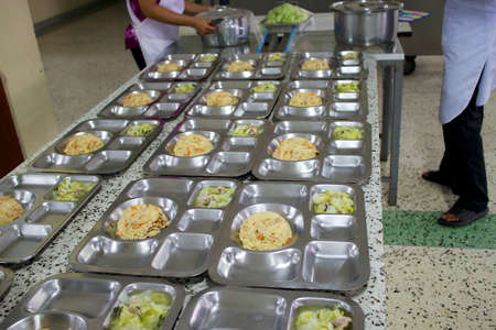 Prepare a bowls of food in the trays for the patients to the hospital 免版税图像 - 22443569