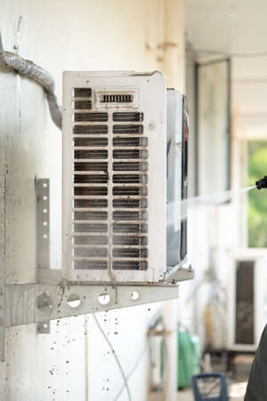 air: Cleaning air conditioning