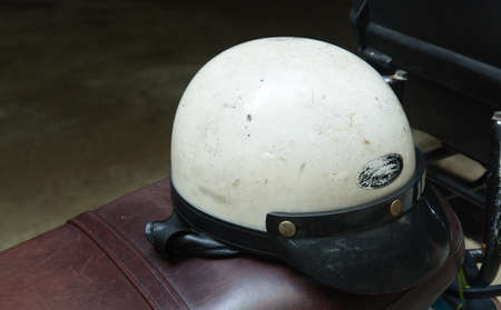 vintage old white motorbike helmet display on a motor bike 写真素材