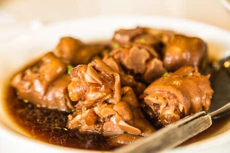 Délicatesse de la nourriture chinoise Gros plan du pied de cochon cuit Banque d'images