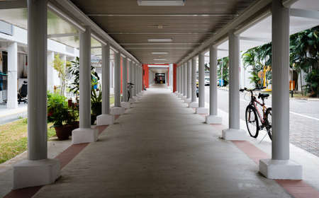 Singapore - 02 MAR 2019: Singapore HDB area shelter walkway corridor view Redakční