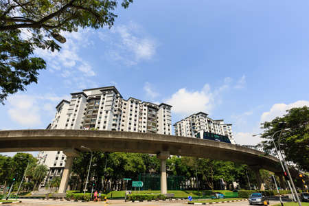 Singapore - JAN 5 2019: Singapore LRT sky line in residential area Redactioneel
