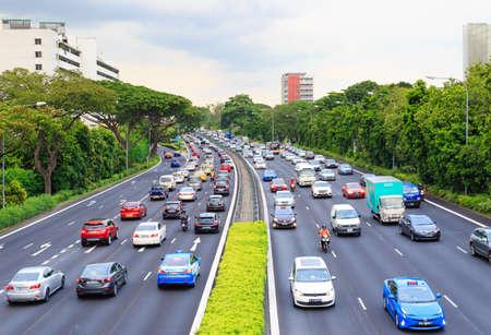 Singapore-11 MAGGIO 2018:Vista aerea della strada ad alta velocità di Singapore dall'alto ponte