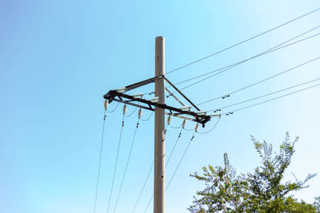 Power lines with concrete pillar on a sunny day (high voltage tower)\ Banque d'images - 130625705