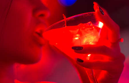 cocktail in the hand of a young girl in a nightclub 스톡 콘텐츠 - 136251786