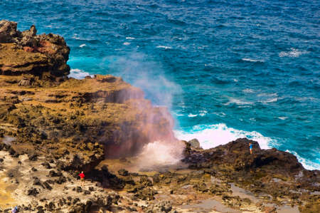 blow hole: Tourists looking at a blow hole on the Maui coastline, Hawaii, USA
