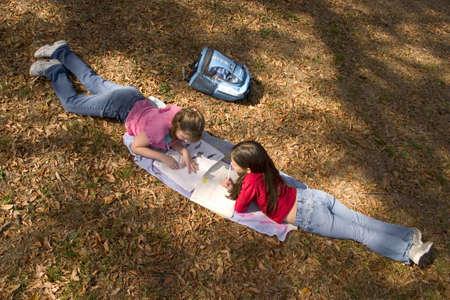 girls doing schoolwork Banco de Imagens