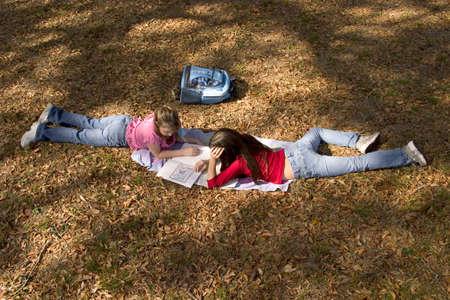 girls doing homework Banco de Imagens