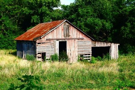 Rustiek rood grijs Lattenbodems Barn Stockfoto