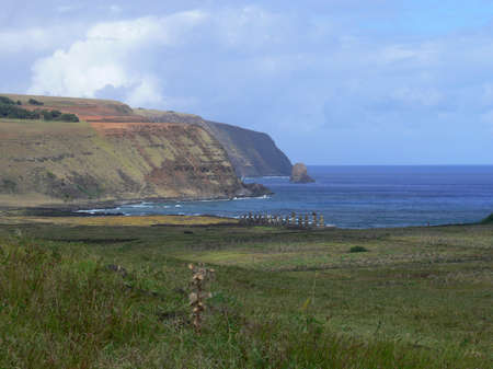 rapa nui: Estatuas Moai de piedra en Rapa Nui - Isla de Pascua, Polinesia, Chile