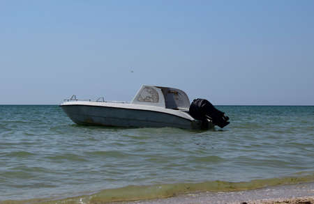 Motor boat on the background of the sea near the coast. Zdjęcie Seryjne - 129147853