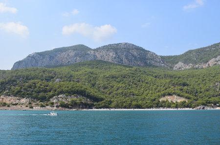 Beautiful view of blue sea and mountains in Antalya, Turkey. Travel and vacation. Turkish Riviera. Antalya Province on the Mediterranean coast of Turkey 免版税图像