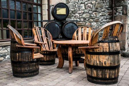 Verenigd Koninkrijk, Schotland Speyside Single Malt Scotch Whiskey Distillery production furniture barrel