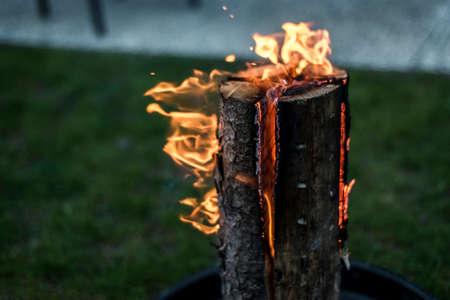 스웨덴 횃불 불 타는 스텁 접시에 나머지 또는 음식 냉 기분을 요리 스톡 콘텐츠