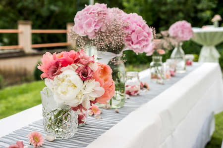 flowers settings decoration outdoor setup for a wedding with pink colored flower Stock Photo