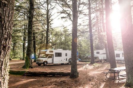 Lake of two rivers Campground Algonquin National Park a Beautiful natural forest landscape Canada Parked RV camper car 版權商用圖片 - 88782749