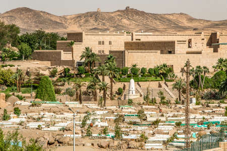 Typical Arab Cemetery in Aswan Egypt overview of the tombs 免版税图像