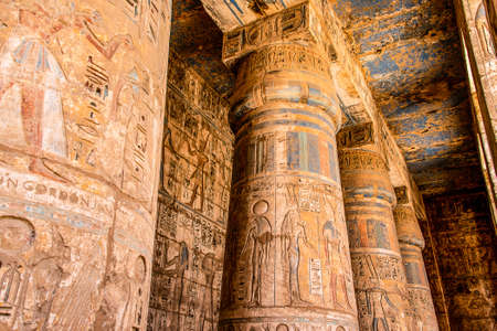 Temple Medinet Habou Egypte Louxor de Ramsès III est une importante structure de la période du Nouvel Empire en Cisjordanie de Louxor Banque d'images