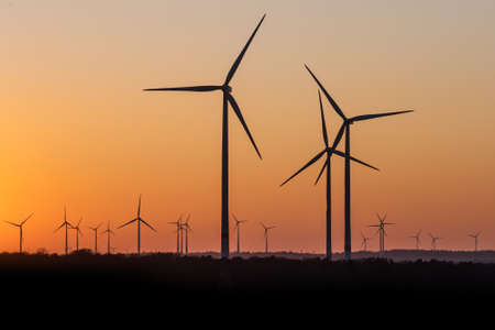 Black Silhouette of windturbines energy generator on amazing sunset at a wind farm in germany 版權商用圖片