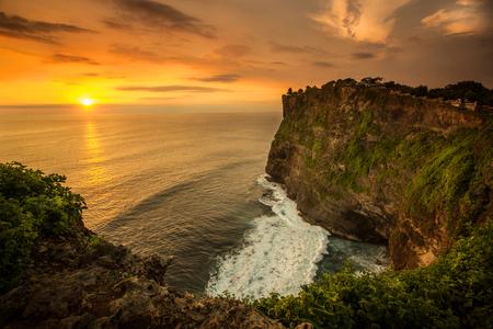 インドネシア バリ島ウルワトゥ寺院での夕日 写真素材