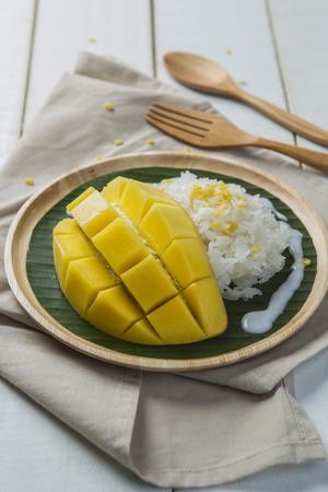 coconut sugar: Mango sticky rice