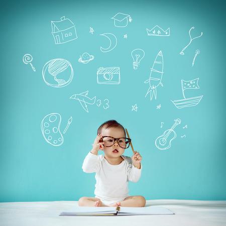 nato: Bambino nato per essere nuova inquadratura famiglia e concetto di amore in studio
