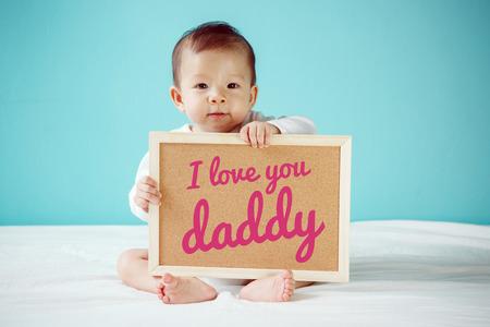 """persona escribiendo: Escritura Baby """"Te amo pap�"""" en el tablero, nuevo concepto de familia, tiro del estudio"""
