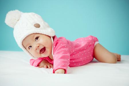 니트 비니 니트 겨울 의류 마감 얼굴에 작은 아기