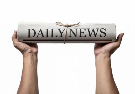 Mani che tengono il giornale aziendale isolato su sfondo bianco, quotidiano mock-up conceptpaper Archivio Fotografico