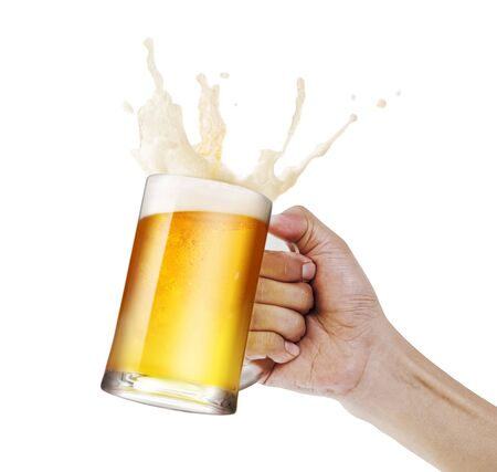 Hand holding a mug of light beer toasting with bubble froth splash isolate white background with copy space 版權商用圖片 - 129785309