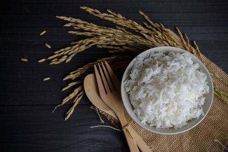 Japan rice with Thai jasmine rice and paddy rice seed on wooden table