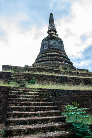 Wat Khao Suwan Khiri is also a hilltop temple situated 200 meters away from Phanom Phloeng Hill.
