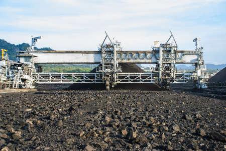 conveyor rail: A heavy machine is called