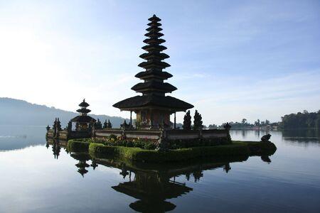 bratan: Pura Ulun Danu temple on lake brataan, bali, indonesia