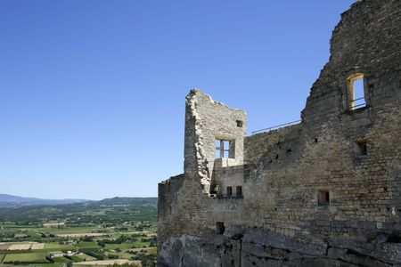 lourmarin: la coste, the ruined castle of the notorious marquis de sade, overlooking the fields of provence in the south of france Stock Photo