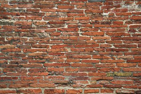 Nahaufnahmen Detail durchstanden der alten Ziegelmauer Standard-Bild - 6581445