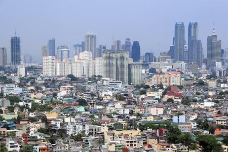 Densley besiedelten Siedlungen drängen Hochhaus Kondominium ad Gewerbegebieten in Ortigas und Makati Manila auf den Philippinen Standard-Bild - 10445617