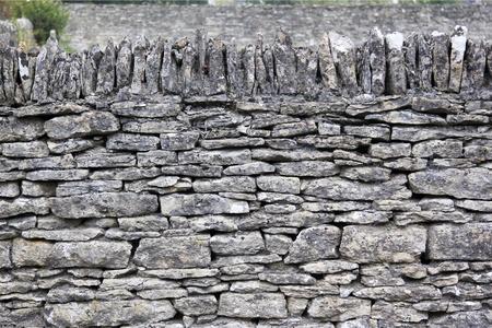 Traditionellen Trockenmauern in Cotswolds Dorf bilbury England Standard-Bild - 12791035