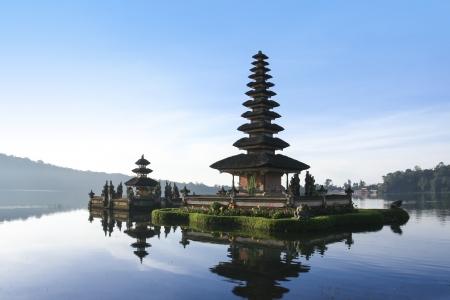 tempels: hindoe tempel Pura Ulun Danu op meer brataan in Bedugal Bali Indonesië Stockfoto