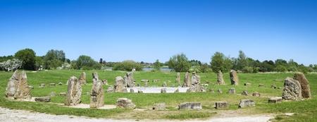 steencirkel: blauwe hemel over steencirkel Willen park Milton Keynes buckinghamshire Engeland