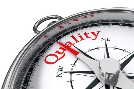 control de calidad: la calidad indicada por la br�jula concepto sobre fondo blanco