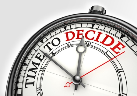 toma de decisiones: hora de la verdad de cerca el concepto de reloj en fondo blanco con letras en rojo y negro Foto de archivo