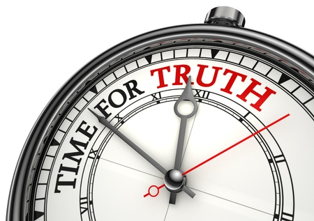 honestidad: primer reloj de tiempo para que la verdad concepto sobre fondo blanco con letras en rojo y negro Foto de archivo