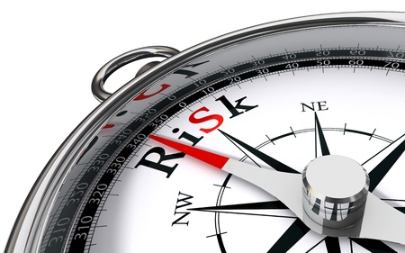 kockázatos: kockázat dél felé jelzi iránytű fogalmi kép