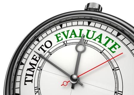 evaluacion: tiempo para evaluar de cerca el concepto de reloj aislado en fondo blanco con letras en rojo y negro