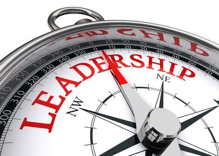 beyaz zemin üzerine pusula kavramsal görüntü tarafından gösterilen liderlik kırmızı kelime