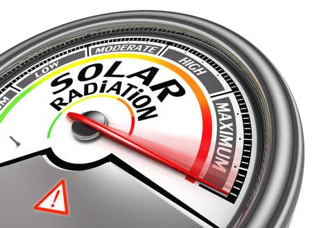 radiacion solar: nivel de radiación solar metros conceptual indica máxima, aislado en fondo blanco